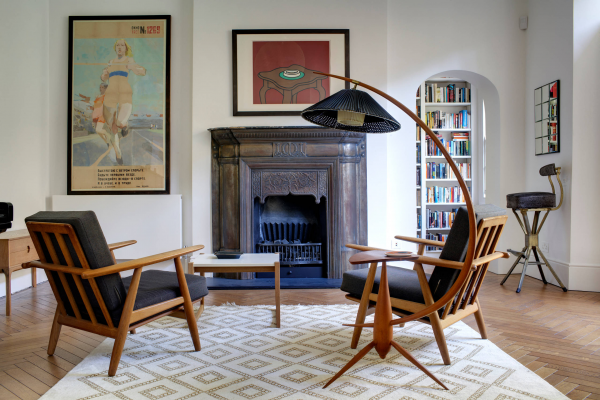 Торшеры в интерьере гостиной: особенности и примеры