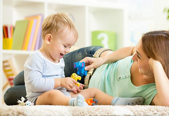 Как играть с ребенком первого года жизни